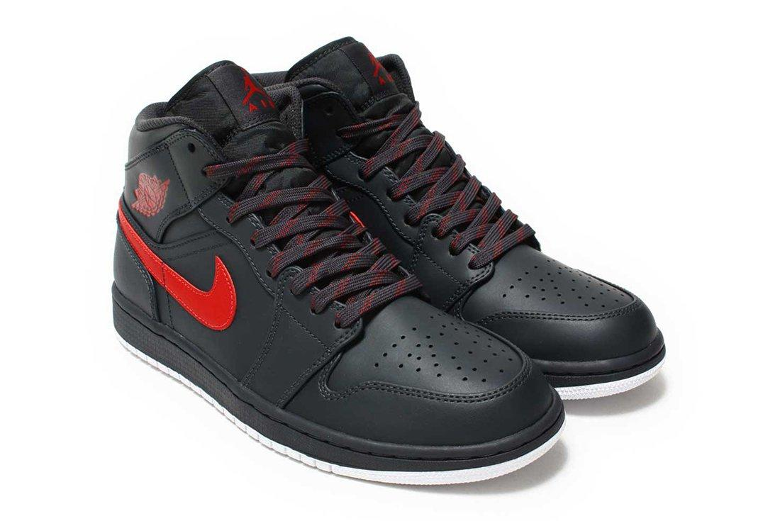 Air Jordan 1 Mid Bred2