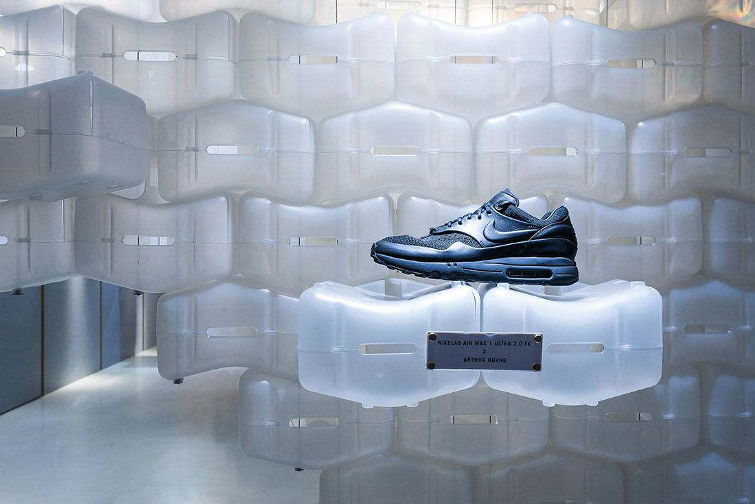 Look Inside Arthur Huangs Nikelab Air Max 1 Royal Box Pop Up 3