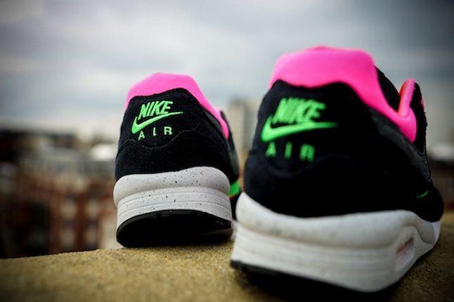 Nike Size Urban Safari Am Light Blk Heel Profile 1