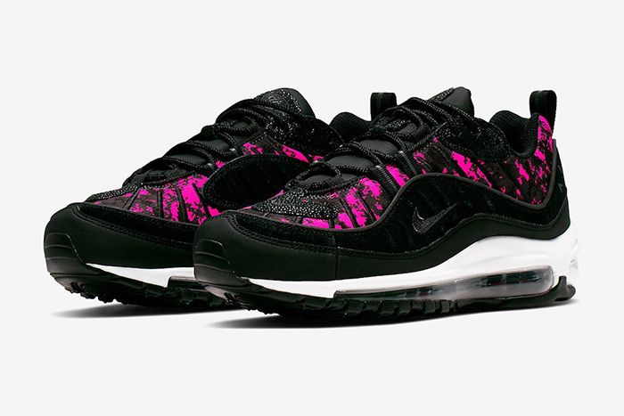 Nike Cover the Air Max 98 in Pixel Camo