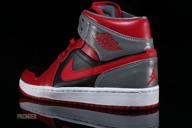 Air Jordan 1 Mid Fire Red 1