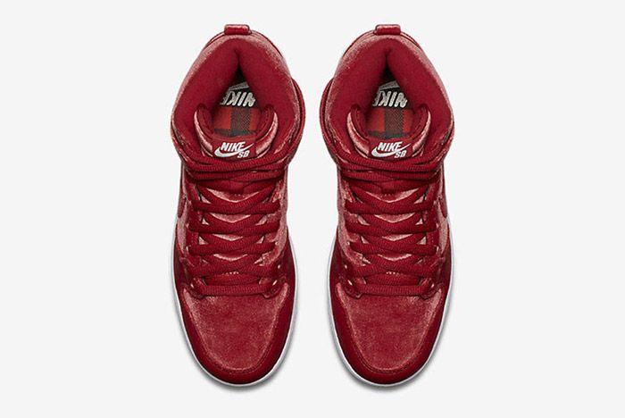 Nike Sb Dunk High Red Santa 5