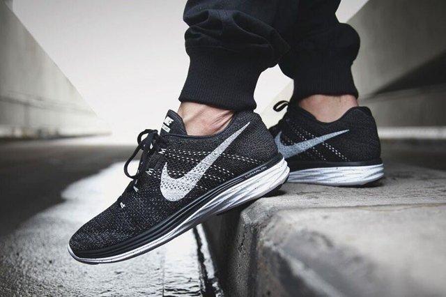 Nike Flyknit Lunar Oreo 1