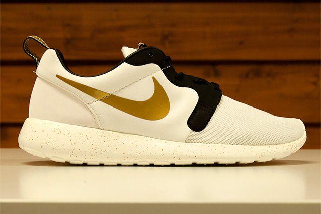 Nike Sportswear Gold Trophy Pack 11