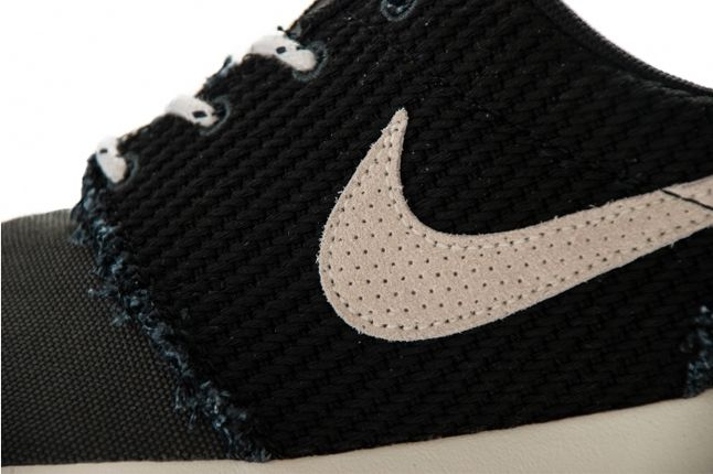 Nike Roshe Run Canvas Anthracite Sail Midfoot Detail 1