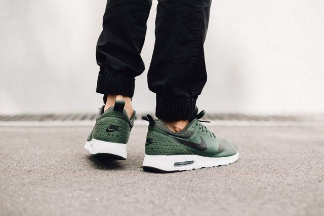 Nike Air Max Tavas Carbon Green 2