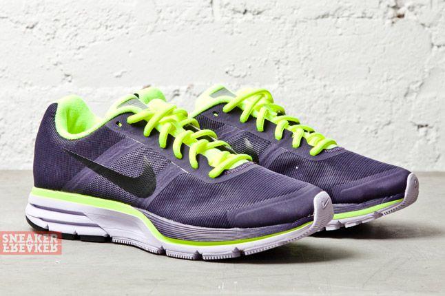 Nike Wmns Air Pegasus 30 Shield Purple Dynasty Volt 2