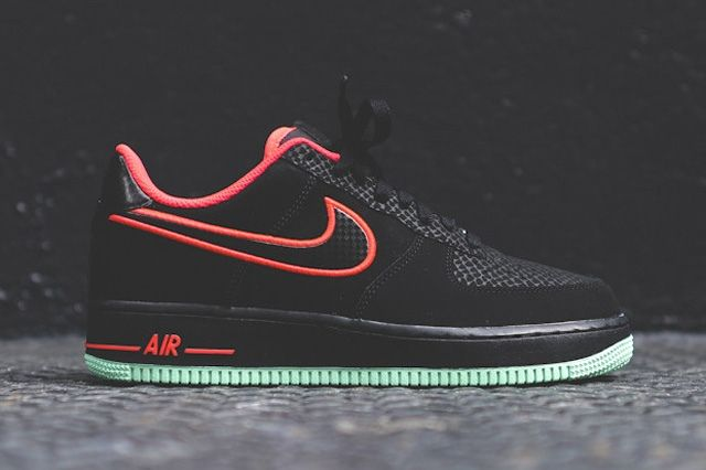 Nike Air Force 1 Low Laser Crimson Arctic Green 7