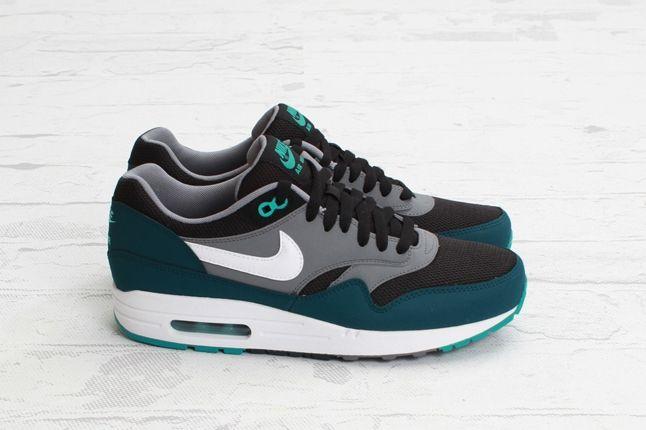 Nike Airmax1 Essentail Black Turquoise Profile 1