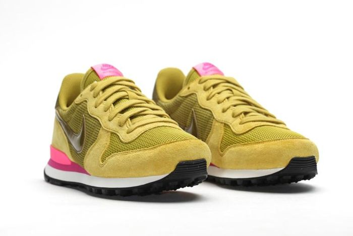 Nike Internationalist Wmns Peat Moss1