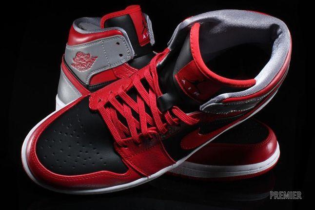 Air Jordan 1 Mid Fire Red 5
