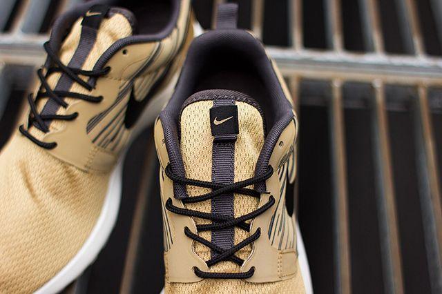 Nike Roshe Run Hyperfuse Gold Black 3