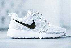 Nike Roshe Run Wmns Pure Platinum Thumb