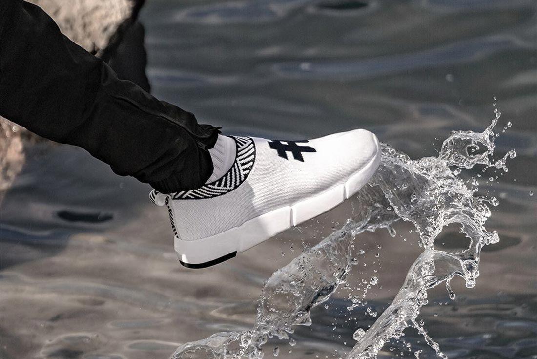 Rens Sneaker Kicking Water