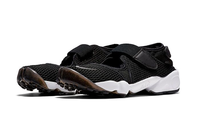 Nike Air Rift Black And White Front Angle Shot 1