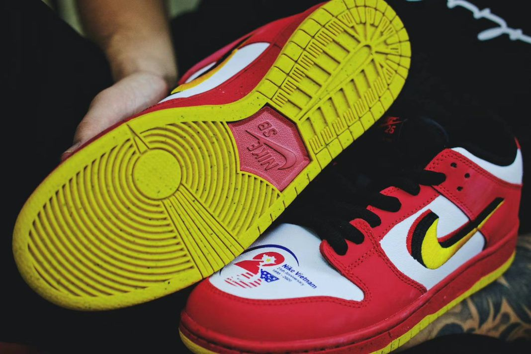Nike SB Dunk Low 'Vietnam 25th Anniversary'