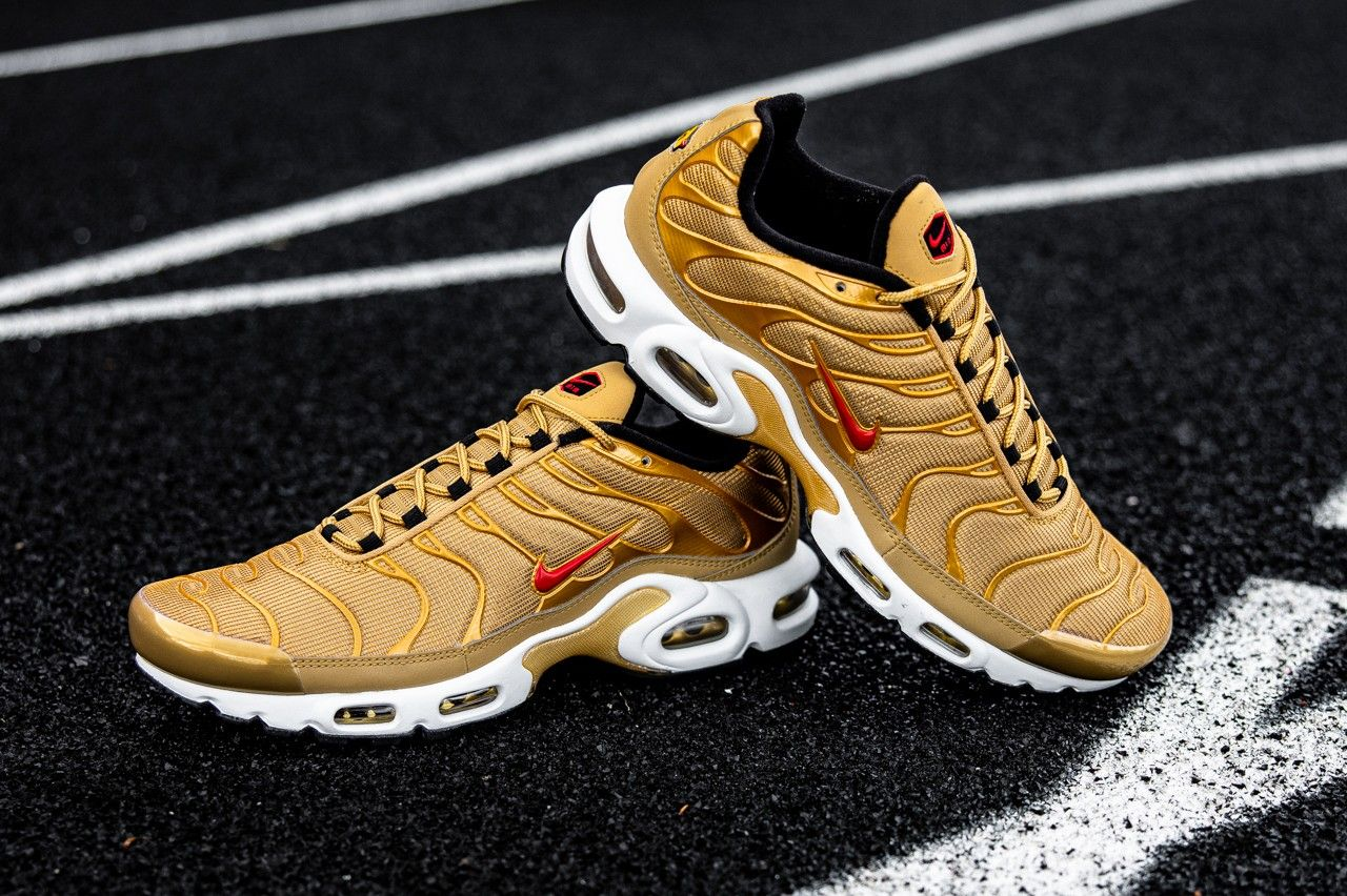 Nike Air Max Plus Metallic Gold Angled