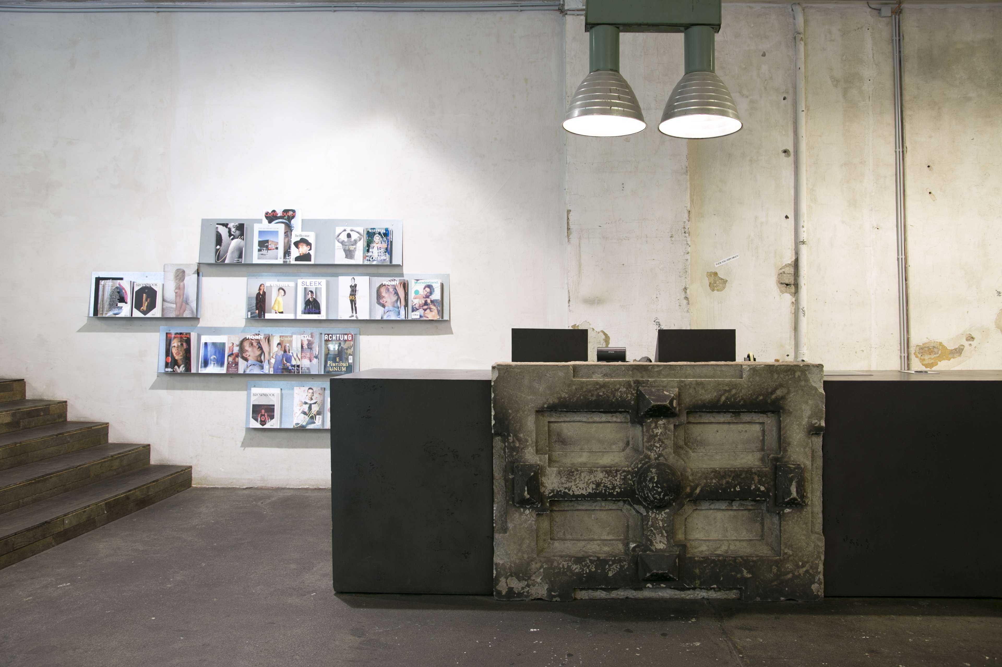 Voo Store Front Desk
