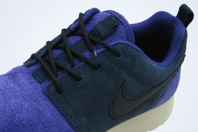 Nike Wmns Roshe Leather Black Purple 1