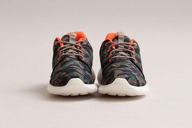Nike Roshe Run Print Medium Olive 2