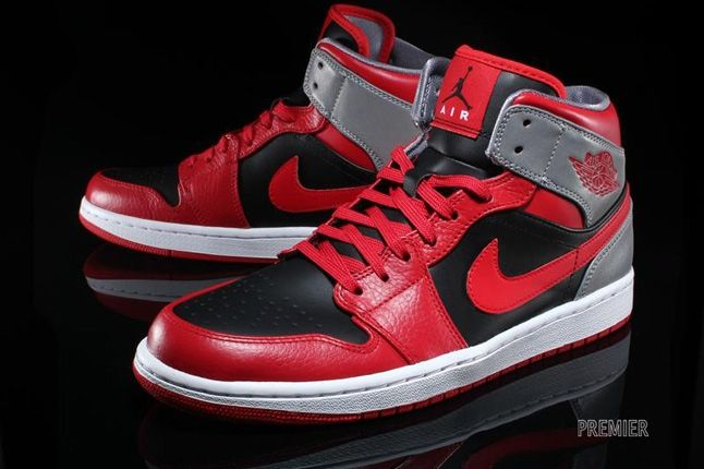 Air Jordan 1 Mid Fire Red 4