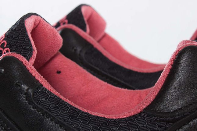 Staple X Size X New Balance 577 Black Pigeon Lining Detail 1