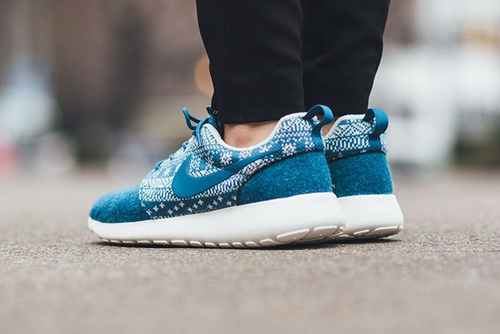 Nike Roshe One Winter Wmns Sweater Pack2