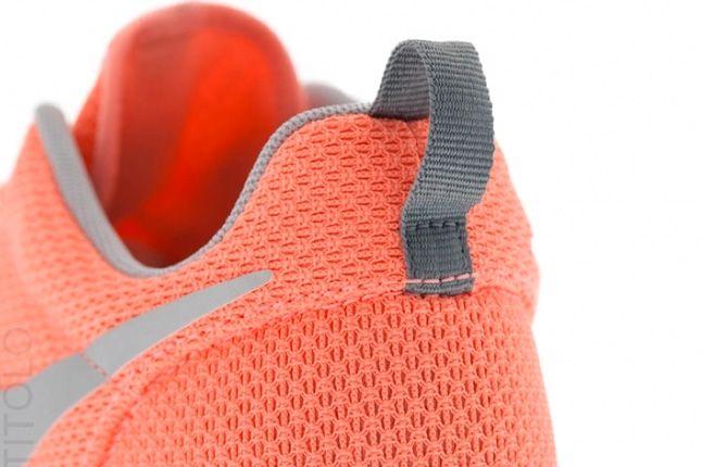 Nike Roshe Run Atomic Pink Metallic Silver 1 1
