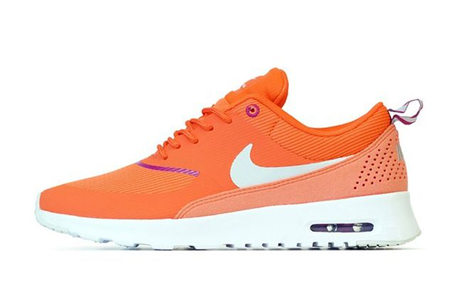 Wmns Air Max Thea Orng Sideview2