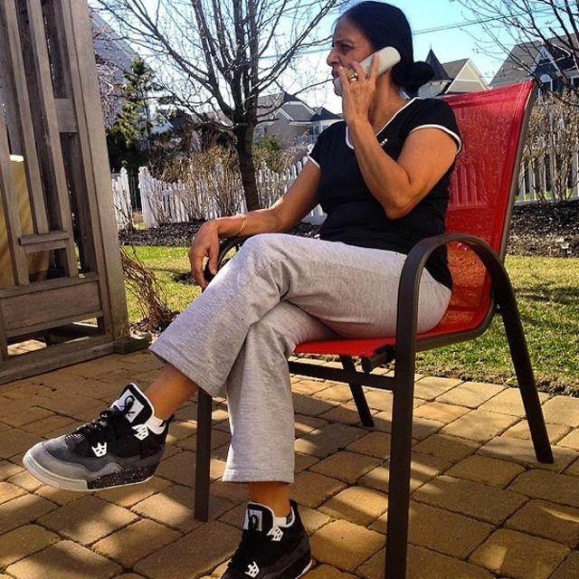 Sneaker Grandma 2