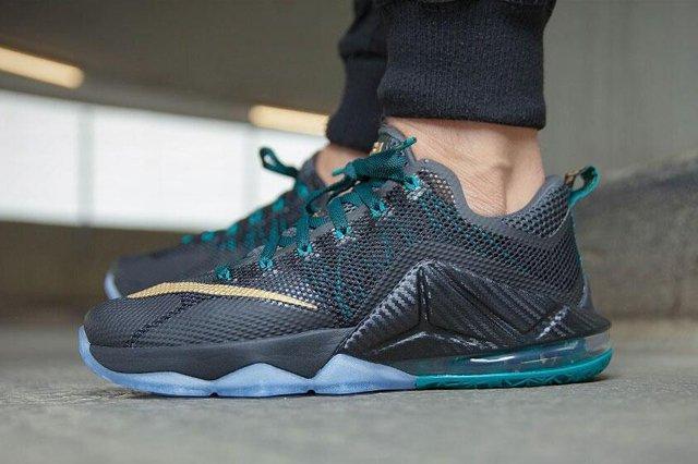 Nike Le Bron Xii Metallic Gold 5