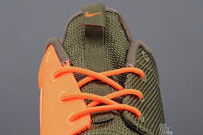 Nike Roshe Run 2Faced Green Tongue Detail 1
