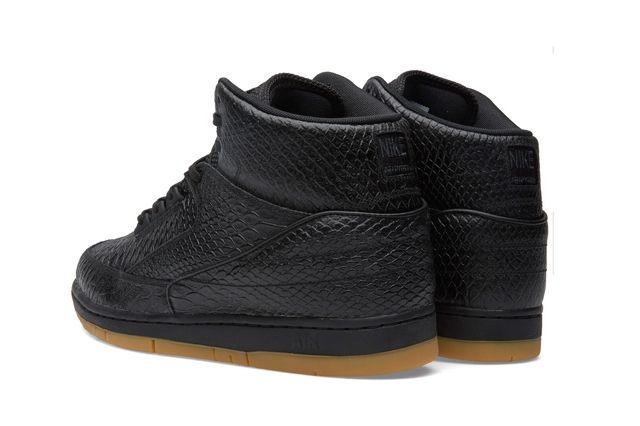 Nike Air Python Black Gum Bumper 2