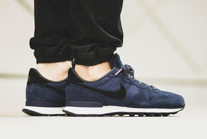 Nike Internationalist Lx Dark Obsidian 3