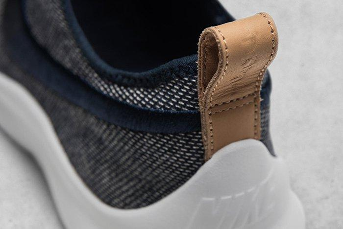 Hot On The Heels Of Their Recent Colab The Swoosh And Loopwheeler Have Just Worked Together On Two New Sneakers A Roche Two And An Aptare Se 4