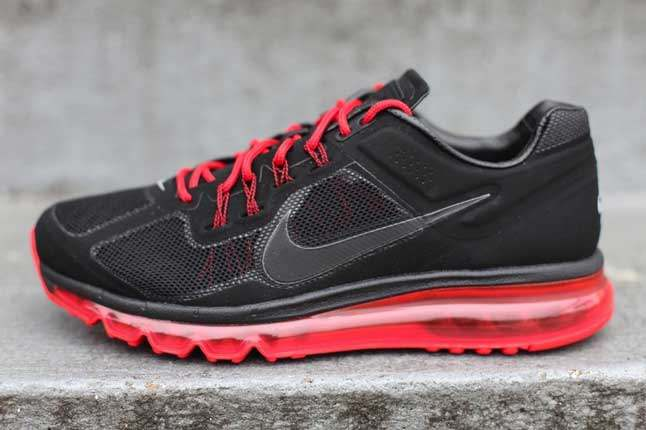 Nike Air Max 2013 Black Unired Side Profile 1