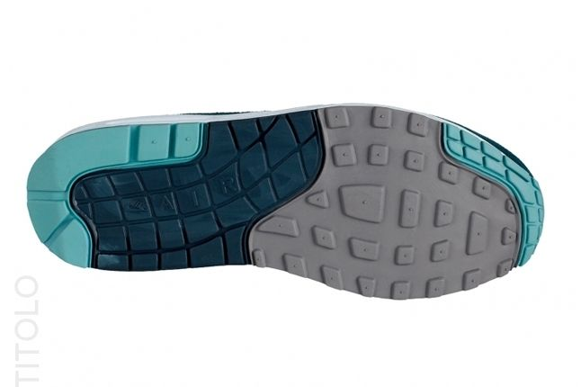 Nike Am1 Essentials Black Turquoise Sole 1