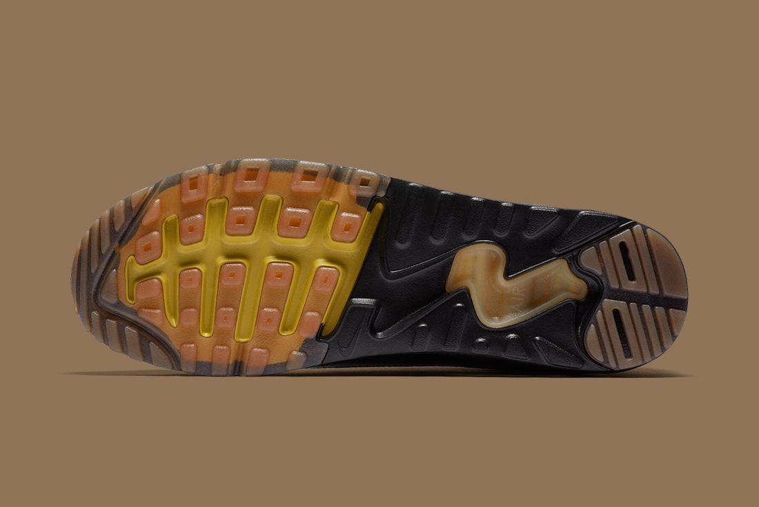 Nike Black Gold Pack 10