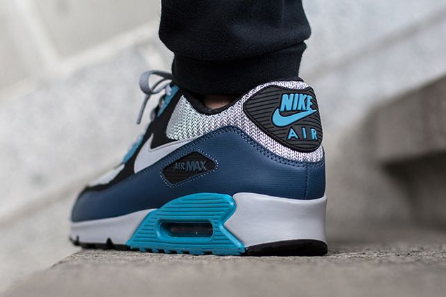 Nike Air Max 90 Squadron Blue Wolf Grey 3