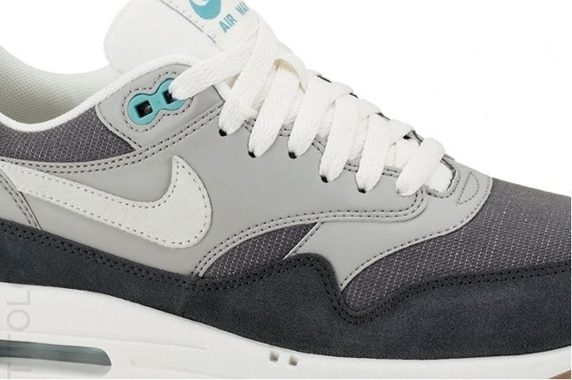Nike Am1 Vntg Anthracite Grey Midfoot Detail 1