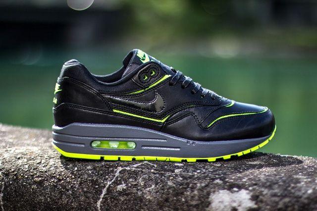 Nike Wmns Air Max 1 Cut Out Black Volt 1