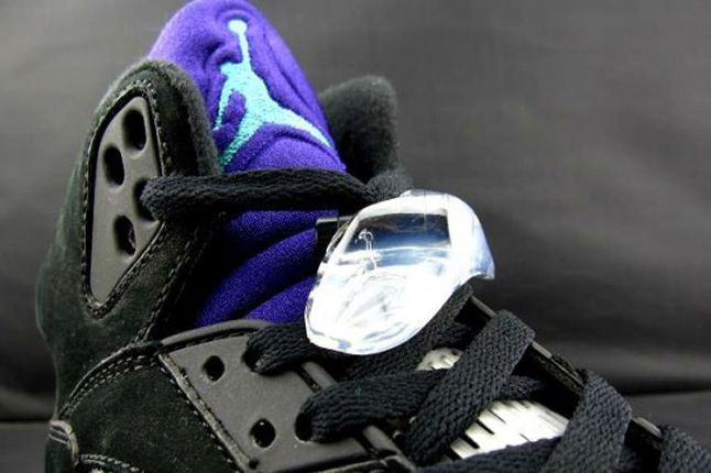 Air Jordan V Black Grape Tongue Detail 1