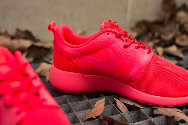 Nike Wmns Roshe Hyp Laser Crimson Perspective2