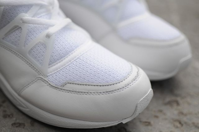 Nike Huarache Light Triple White Bumper 3