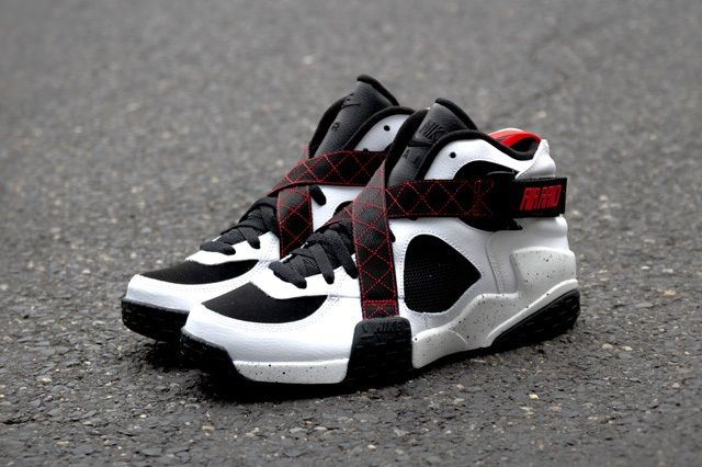 Nike Air Raid White Black University Red 4