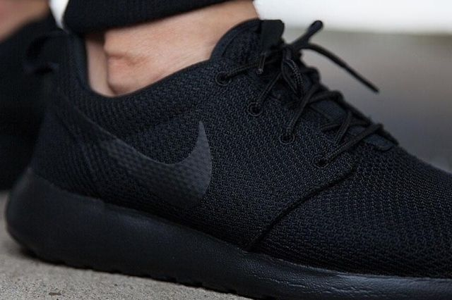 Nike Roshe Run Triple Black 6
