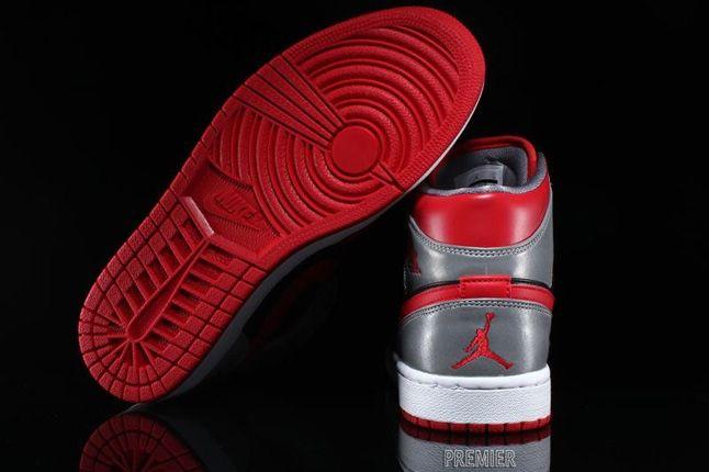 Air Jordan 1 Mid Fire Red 3