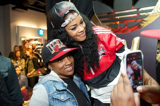 Teyana Taylor Glc Launch With Fan 1