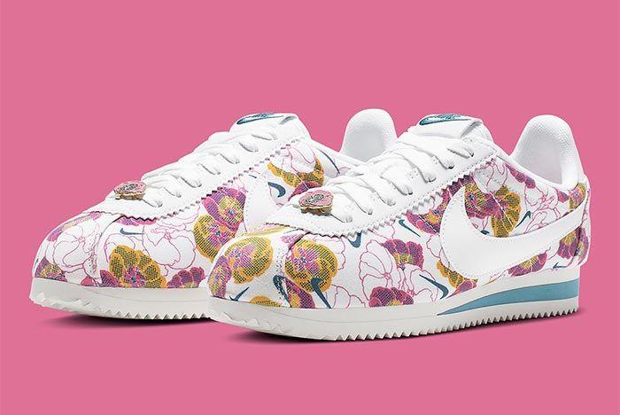 Nike Cortez Av1338 001 Floral Pack Womens Front Angle Shot 3