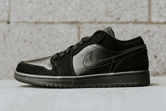 Air Jordan 1 Low Blackout 2